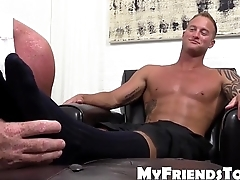 Inked hunk Jason James enjoys feet worship