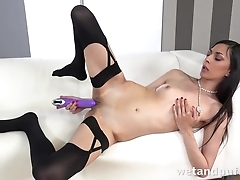Sultry cock-craver cums during solo abuse